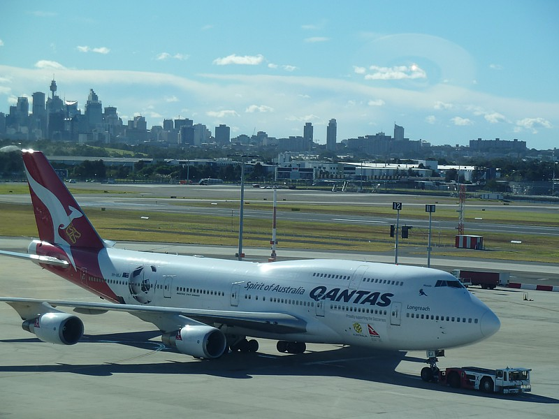 qantas emirates alliance