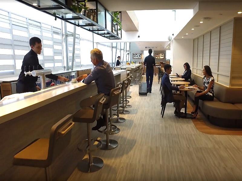 qantas brisbane international business lounge