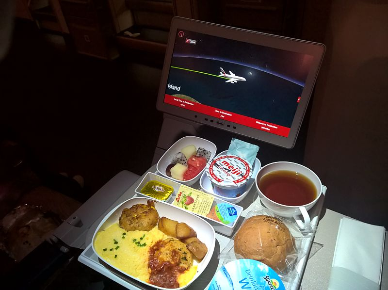 Emirates Airline inflight meal Economy Class SIN-DXB Dec 2017