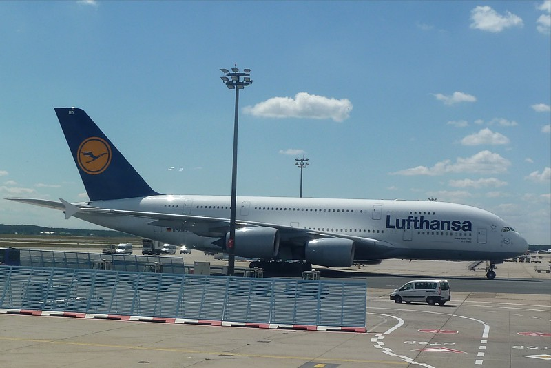 lufthansa launches a380 and new first class. Black Bedroom Furniture Sets. Home Design Ideas